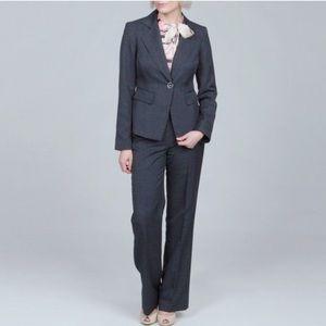 Women's Nine west 3 piece Navy blue suit size 10.